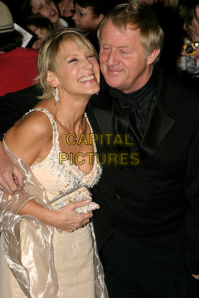 CHRIS TARRANT & WIFE.National Television Awards 2005 at the Royal Albert Hall, SW7, London, UK..October 25th, 2005.Ref: AH.half length married husband laughing clutch purse.www.capitalpictures.com.sales@capitalpictures.com.© Capital Pictures.