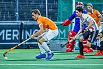 AMSTELVEEN - Jorrit Croon (Bldaal) met Niek Merkus (Adam)     tijdens de play-offs hoofdklasse  heren , Amsterdam-Bloemendaal (0-2).    COPYRIGHT KOEN SUYK