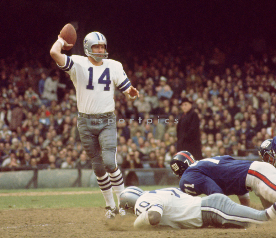 Dallas Cowboys Craig Morton (14 ) during a game against the New York Giants on September 27, 1970<br />  at Yankee Stadium in the Bronx, New York. The Dallas Cowboys beat the Minnesota Vikings 28-10.  Craig Morton played for 19 years with 3 different teams(SportPics)