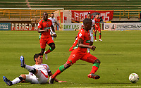 TUNJA-COLOMBIA, 21-04-2019: Jhon Feddy Salazar de Patriotas Boyacá y Jhonathan Agudelo de Patriotas Boyacá disputan el balón, durante partido de la fecha 17 entre Patriotas Boyacá y Cúcuta Deportivo, por la Liga Águila I 2019, jugado en el estadio La Independencia de la ciudad de Tunja. / Jhon Feddy Salazar of Patriotas Boyaca and Jhonathan Agudelo of Cucuta Deportivo vies for the ball, during a match of the 17th date between Patriotas Boyaca and Cucuta Deportivo, for the Aguila Leguaje I 2019 played at the La Independencia stadium in Tunja city. / Photo: VizzorImage / José Miguel Palencia / Cont.