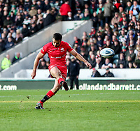 27th October 2019; Welford Road Stadium, Leicester, East Midlands, England; English Premiership Rugby, Tigers versus Saracens; Alex Lozowski of Saracens converts Ben Earl try in the 49th minute  - Editorial Use