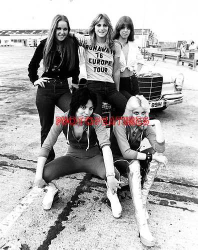 Runaways 1976 Lita Ford, Sandy West, Jackie Fox, Cherie Currie and Joan Jett in London..© Chris Walter.