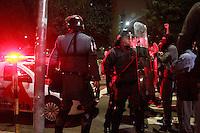 SAO PAULO, SP, 05.09.2013 - MANIFESTAÇÃO FORA ALCKMIN - Manifestante é detido por policiais após impedir a passagem da viatura, a manifestação teve inicio em frente do Teatro Municipal região central de São Paulo em caminhada pacifica nesta quinta-feira (03). (Foto: Marcelo Brammer / Brazil Photo Press).