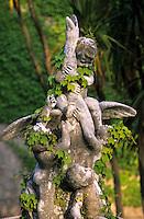 Europe/Italie/Côte Amalfitaine/Campagnie/Ravello : Villa Cimbrone (érigée au début du XIX° par Lord William Bechett) - Statue du jardin