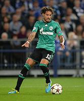 FUSSBALL   CHAMPIONS LEAGUE   SAISON 2013/2014   GRUPPENPHASE FC Schalke 04 - FC Chelsea        22.10.2013 Jermaine Jones (FC Schalke 04) am Ball
