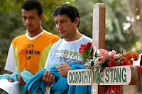 Trabalhadores rurais, participam  de cerimônia durante missa em homenagem a irmã Dorothy Stang, assassinada a seis meses .<br />Anapú, Pará, Brasil<br />Foto Paulo Santos/Interfoto<br />12/08/2005