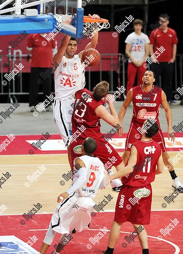 2012-02-15 / Basketbal / seizoen 2011-2012 / 1/4 finale Beker van België / Antwerp Giants - Charleroi / Sportpaleis / Salah Mejri (Giants) met een dunk..Foto: Mpics.be