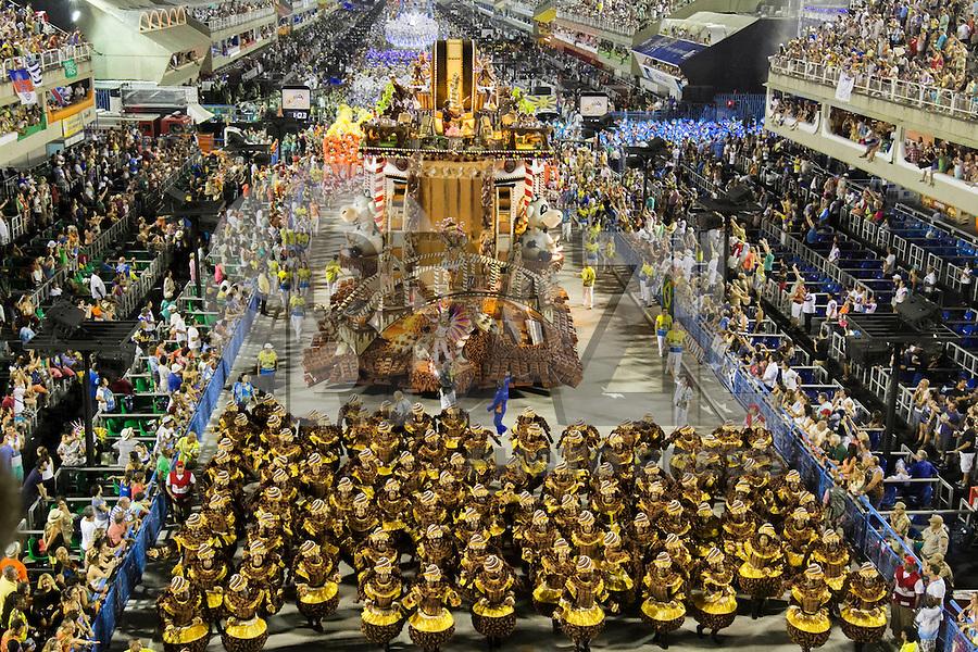 RIO DE JANEIRO, RJ, 17.02.2015 - CARNAVAL 2015 - RIO DE JANEIRO - GRUPO ESPECIAL /  UNIDO DA TIJUCA- Carro alegórico da escola de samba Unido da Tijuca durante desfile do grupo Especial do Carnaval do Rio de Janeiro, na madrugada desta terça-feira (17). ( Foto: Paulo Lisboa / Brazil Photo Press).