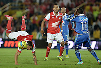 BOGOTÁ -COLOMBIA, 22-02-2014. Luis Carlos Arias (Izq) de Independiente Santa Fe disputa el balón con Leudo Dhawling (Der) del Millonarios durante partido por la fecha 7 por la Liga Postobón  I 2014 jugado en el estadio Nemesio Camacho el Campín de la ciudad de Bogotá./ Independiente Santa Fe player Luis Carlos Arias (L) fights for the ball with Millonarios player Leudo Dhawling (R) during match for the 7th date for the Postobon  League I 2014 played at Nemesio Camacho El Campin stadium in Bogotá city. Photo: VizzorImage/ Gabriel Aponte / Staff