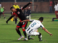 CUCUTA -COLOMBIA, 21-11-2015: Estefano Arango (Izq.) jugador del Cucuta Deportivo disputa el balón con Diego A. Arias (Der.) jugador de Atlético Nacional durante partido por la fecha 20 de la Liga Aguila II 2015 disputado en el estadio General Santander de la ciudad de Cúcuta./ Estefano Arango (L) player of Cucuta Deportivo fights for the ball with Diego A. Arias (R) player of Atletico Nacional during match for the date 20 of the Aguila League II 2015 played at General Santander stadium in Cucuta city. Photo: VizzorImage / Manuel Hernandez /