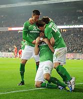 FUSSBALL   1. BUNDESLIGA   SAISON 2011/2012    12. SPIELTAG SV Werder Bremen - 1. FC Koeln                              05.11.2011 Sandro WAGNER, Claudio PIZARRO und Philipp BARGFREDE (v.l., alle Bremen) jubeln nach dem 3:2