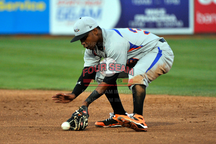 Aberdeen Ironbirds infielder L.J. Hoes (33) during game against the Brooklyn Cyclones at MCU Park in Brooklyn, NY June 21, 2010. Cyclones won 5-2.  Photo By Tomasso DeRosa/Four Seam Images