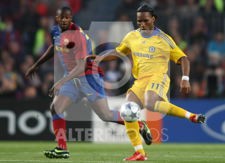 Chelsea's Didier Drogba (r) and FC Barcelona's Toure Yaya during the UEFA Champions League match.April 28 2009. (ALTERPHOTOS/Acero).