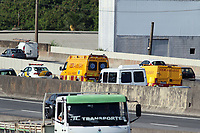 CAMPINAS, SP 06.05.2019 - ACIDENTE - UM caminhao carregado com galinhas causou transito na rodovia anhanguera apos sofre pane no km 97.  (Foto: Denny Cesare/Codigo19)