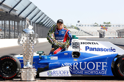 Verizon IndyCar Series<br /> Indianapolis 500 Winner Portrait<br /> Indianapolis Motor Speedway, Indianapolis, IN USA<br /> Monday 29 May 2017<br /> Takuma Soto poses for the 500 winner photos<br /> World Copyright: Phillip Abbott<br /> LAT Images<br /> ref: Digital Image abbott_indyD_0517_35751