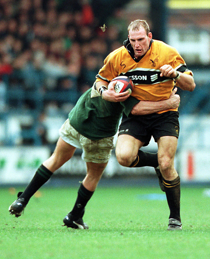 Photo. Richard Lane. .Wasps v London Irish.Tetley Bitter Cup Quarter Final.28/2/99..Lawrence Dallaglio on the burst.