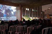 """SÃO PAULO-SP-22,10,2014- 38°MOSTRA DE CINEMA - VÃO DO MASP - A 38°Mostra de Cinema exibe sua programação parela no Vão do MASP até sexta-feira,24.Hoje o filme é """"A Igualdade Branca """" - Krystof Kieslowski e conta com grande público.Local:Avenida Paulista,região centro sul da cidade de São Paulo,na noite dessa Quarta-Feira,22 (Foto:Kevin David/Brazil Photo Press)"""