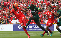 BOGOTA -COLOMBIA, 19-02-2017.Diego Herner (L) player of America de Cali fights the ball against of Dairin Gonzalez (R) palyer of La Equidad. Action game between  La Equidad and America de Cali during match for the date 4 of the Aguila League I 2017 played at Ne stadium . Photo:VizzorImage / Felipe Caicedo  / Staff
