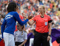 20170601 - CARDIFF , WALES : Lyon's Wendie Renard (left) pictured shaking hands with German referee Bibiana Steinhaus during a womensoccer match between the teams of  Olympique Lyonnais and PARIS SG, during the final of the Uefa Women Champions League 2016 - 2017 at the Cardiff City Stadium , Cardiff - Wales - United Kingdom , Thursday 1  June 2017 . PHOTO SPORTPIX.BE | DAVID CATRY