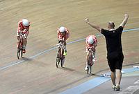 CALI – COLOMBIA – 18-02-2017: Equipo de Dinamarca, gana medalla de oro en la prueba de los 4000 metros persecución por Equipos  Varones en el Velodromo Alcides Nieto Patiño, sede de la III Valida de la Copa Mundo UCI de Pista de Cali 2017. / Denmark Team, won he medal gold in the 4000 meters Men´s Team Pursuit Race at the Alcides Nieto Patiño Velodrome, home of the III Valid of the World Cup UCI de Cali Track 2017. Photo: VizzorImage / Luis Ramirez / Staff.