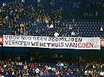 Nederland, Rotterdam, 15 september 2012.Eredivisie.Seizoen 2012-2013.Feyenoord-PEC Zwolle.Feyenoord-supporters tonen een spandoek met daarop de tekst: 'Voor nog geen 300 miljoen verkopen we het thuis van Coen'. Dit als protest tegen de nieuwbouwplannen voor het nieuwe stadion van Feyenoord.