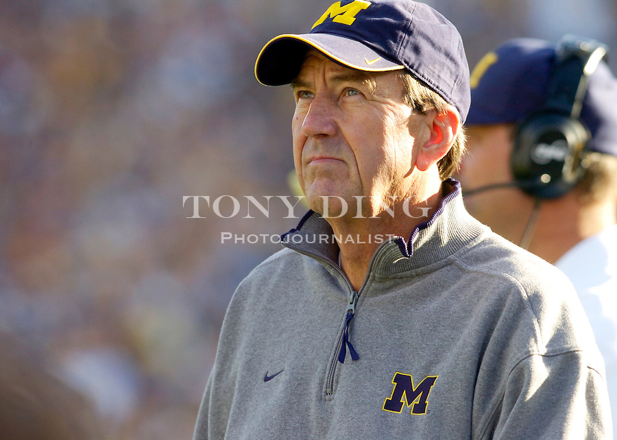 Michigan head coach Lloyd Carr during the Wolverines' 45-37 (3 OT) victory over the Michigan State Spartans on Saturday, October 30, 2004 in Ann Arbor, Mich. (Photo by TONY DING/Daily)