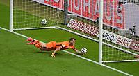 v. l. Lukas Hradecky (Bayer Leverkusen) Goal scored, erziehlt das Tor zum 0:3, Robert Lewandowski (FC Bayern Muenchen) nicht im Bild<br /> <br /> Fussball, Herren, Saison 2019/2020, 77. Finale um den DFB-Pokal in Berlin, Bayer 04 Leverkusen - FC Bayern München, 04.07. 2020, Foto: Matthias Koch/POOL/Marc Schueler/Sportpics.de