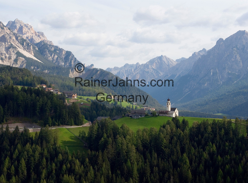 Italy, South Tyrol, Alto Adige, Dolomites, near San Vigilio di Marebbe, Corte with subsidiary church - village at Valle di Tamores, tributary valley of Val Badia