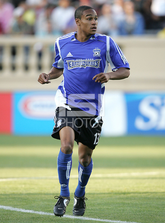 4 June 2005: Ricardo Clark of Earthquakes in action against DC United at Spartan Stadium in San Jose, California.  Earthquakes tied DC United, 0-0.  Credit: Michael Pimentel / ISI