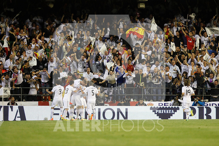 Real Madrid´s players celebrate a goal during the Spanish Copa del Rey `King´s Cup´ final soccer match between Real Madrid and F.C. Barcelona at Mestalla stadium, in Valencia, Spain. April 16, 2014. (ALTERPHOTOS/Victor Blanco)