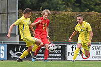 20190927 - WOLVERTEM , BELGIUM : Lian De Smet (M) and Ukraine's Denys Pochapskyi (L) and Yehor Yarmoliuk (R) pictured during the friendly  soccer match between  under 16 teams of  Belgium and Ukraine , in Wolvertem , Belgium . Thursday 26 th September 2019 . PHOTO SPORTPIX.BE / DIRK VUYLSTEKE