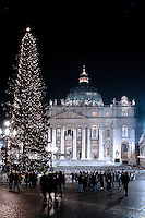 St Peter's Basilica at the Vatican            .during the Christmas Midnight Mass Pope Benedict XVI celebrates, December. 25, 2005    ...