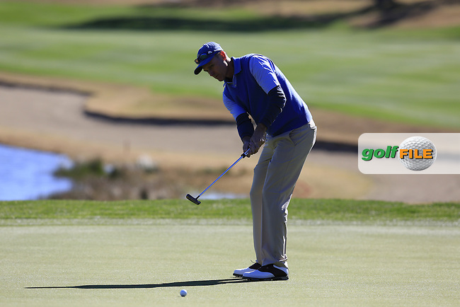 Bob Estes (USA) putts on the 18th green during Saturday's Round 3 of the 2017 CareerBuilder Challenge held at PGA West, La Quinta, Palm Springs, California, USA.<br /> 21st January 2017.<br /> Picture: Eoin Clarke | Golffile<br /> <br /> <br /> All photos usage must carry mandatory copyright credit (&copy; Golffile | Eoin Clarke)