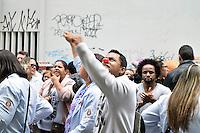 SAO PAULO, SP, 21.10.2014 - Manifestante protestam em frente ao Ministério do Trabalho, em São Paulo, reinvindicando o fim do assédio moral e a equiparação do Vale Refeição entre todas as categorias do setor da Saúde, na sede da delegacia regional do Trabalho na região central de Sao Paulo, nesta terça-feira, 21. (Foto: Eduardo Carmim / Brazil Photo Press).