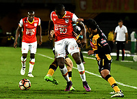 BOGOTA - COLOMBIA – 23 – 05 - 2017: Dairon Mosquera (Izq.) jugador de Independiente Santa Fe, disputa el balon con Raul Castro (Cent.) y Diego Bejarano (Der.) jugadores de The Strongest, durante partido entre Independiente Santa Fe de Colombia y The Strongest de Bolivia, de la fase de grupos, grupo 2, fecha 6 por la Copa Conmebol Libertadores Bridgestone 2017, en el estadio Nemesio Camacho El Campin, de la ciudad de Bogota. / Dairon Mosquera (L) player of Independiente Santa Fe, fights for the ball with Raul Castro (C) and Diego Bejarano (R) players of The Strongest during a match between Independiente Santa Fe of Colombia and The Strongest of Bolivia, of the group stage, group 2 of the date 6th, for the Conmebol Copa Libertadores Bridgestone 2017 at the Nemesio Camacho El Campin in Bogota city. VizzorImage / Luis Ramirez / Staff.