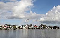 Nederland Zaandijk 2015. Huizen aan de Zaan.  Foto Berlinda van Dam / Hollandse Hoogte