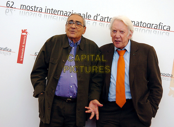 """GUISEPPE ROTUNNO & DONALD SUTHERLAND.Photocall of the film """"Il Casanova di Federico Fellini"""".62nd International Film Festival,.Venice 4th September 2005 .half length brown suit blue shirt orange tie hand.www.capitalpictures.com.sales@capitalpictures.com.© Capital Pictures."""