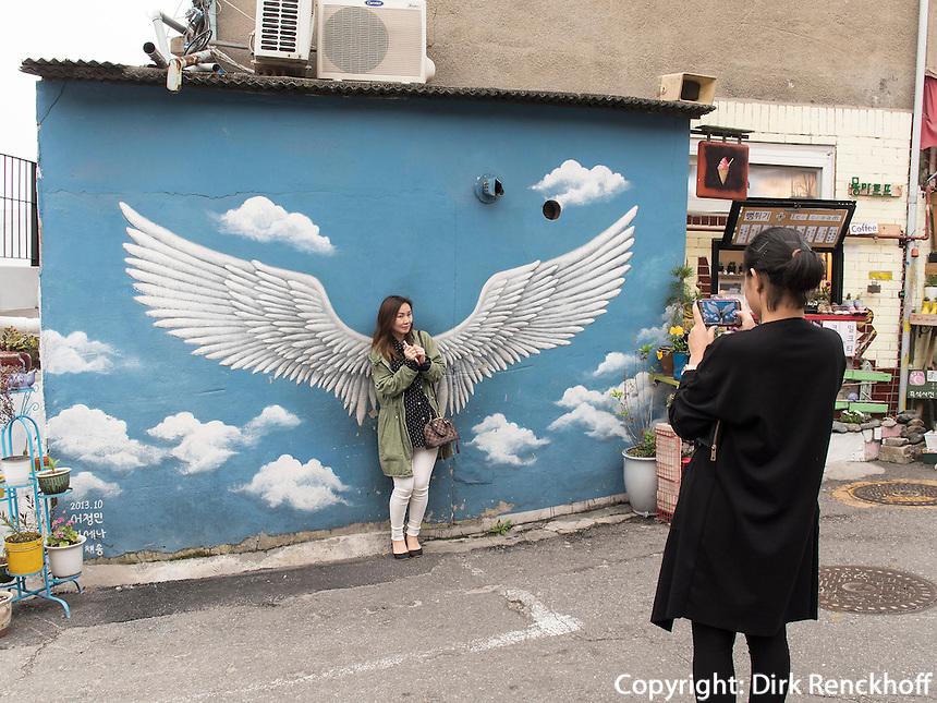Ihwa-Treppenmalereien im Daehak-No Viertel, Seoul, S&uuml;dkorea, Asien<br /> Ihwa stair murals  in Seoul, South Korea, Asia