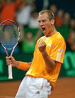 18-9-09, Netherlands,  Maastricht, Tennis, Daviscup Netherlands-France,  Thiemo de Bakker verlaat Gael Monfils.