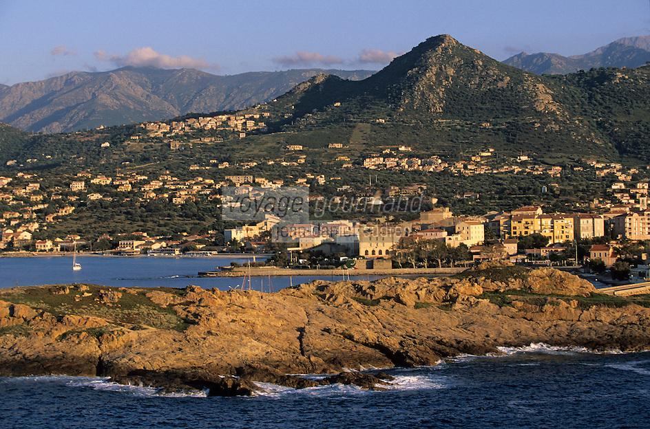 Europe/France/Corse/2B/Haute-Corse/Balagne/L'ile Rousse: Ile de la Pietra et sommets de la Balagne en fond