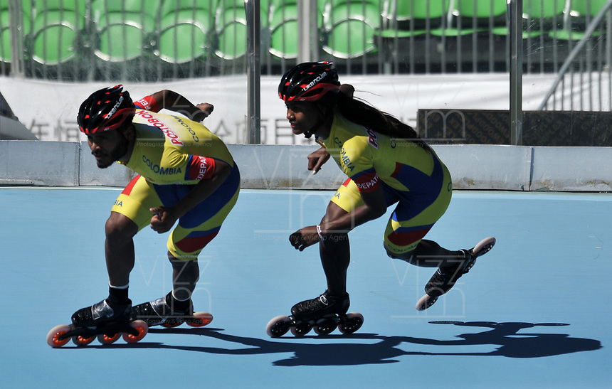 NANJING - CHINA - 23 - 08 - 2017: Alex Cujavante (Izq.) y Yesenia Escobar (Der.) patinadores de la Selección Colombia, durante entreno en el patinodromo Olimpico de Nanjing en la ciudad de Nainjing en La Republica Popular de China. /  Alex Cujavante (L) and Yesenia Escobar (R) skaters of the Colombia Team, during a training at the skating rink Olimpic Patinodromo of Nanjing in the city of Nanjing in People's Republic of China. / Photo: VizzorImage / Luis Ramirez / Staff.