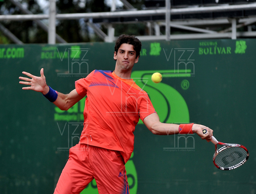 BOGOTA - COLOMBIA -10 -11-2013: Thomaz Bellucci, tenista de Brasil, devuelve la bola a Victor Estrella, tenista de Republica Dominicana, durante partido de la final del Seguros Bolivar Open en el Club Campestre el Rancho de la ciudad de Bogota. / Thomaz Bellucci, Brazil tennis player returns the ball to Victor Estrella, Republica Dominicana, tennis player during a match for the finals of the Seguros Bolivar Open in the Club Campestre El Rancho in Bogota city. Photo: VizzorImage  / Luis Ramirez / Staff.