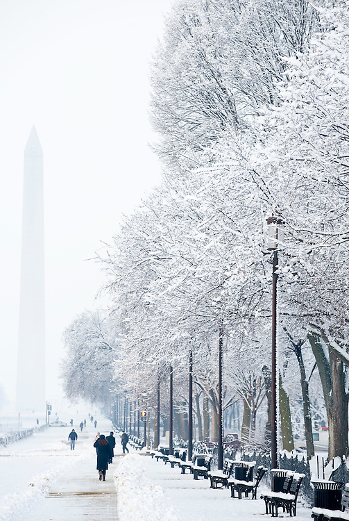 Snow blankets the National Mall on Wednesday worming, Feb. 3, 2010.
