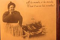 """Europe/France/Nord-Pas-de-Calais/59/Nord/Lille: Vieille photographie de la brasserie """"Aux Moules"""" rue de Bethune - La marchande de moules"""