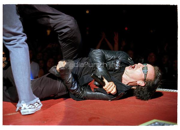 Oakland Ca Nov 13 U2 performs at the Arena on November 13, 2001 Credit: Jay Blakesberg / MediaPunch