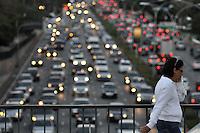 SÃO PAULO, SP, 30 DE AGOSTO DE 2012 - TRANSITO SP: Transito na Av. 23 de Maio, altura do viaduto Tutóia próximo ao Parque do Ibirapuera na tarde destaquinta feira (30) em São Paulo. FOTO: LEVI BIANCO - BRAZIL PHOTO PRESS