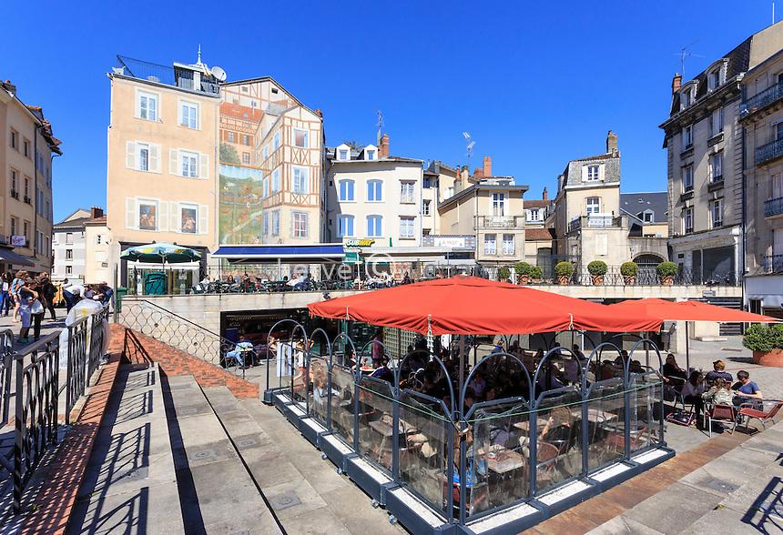 France, Haute-Vienne (87), Limoges, la place de la Motte et la fresque Cobaty // France, Haute Vienne, Limoges, Motte Square and Cobaty fresco