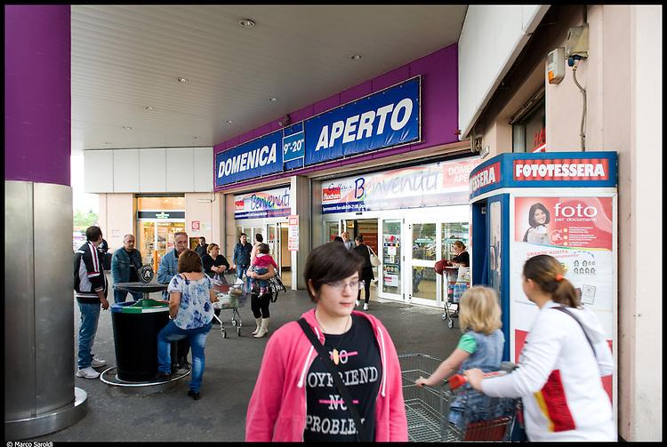 VENARIA REALE - Supermercato Auchan di fronte allo Juventus Stadium