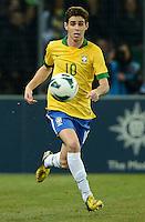 GENEBRA, SUICA, 21 DE MARCO DE 2013 - Oscar jogador da Selacao brasileira durante partida amistosa contra a Itália, disputada em Genebra, na Suíça, nesta quinta-feira, 21. O jogo terminou 2 a 2. FOTO: PIXATHLON / BRAZIL PHOTO PRESS