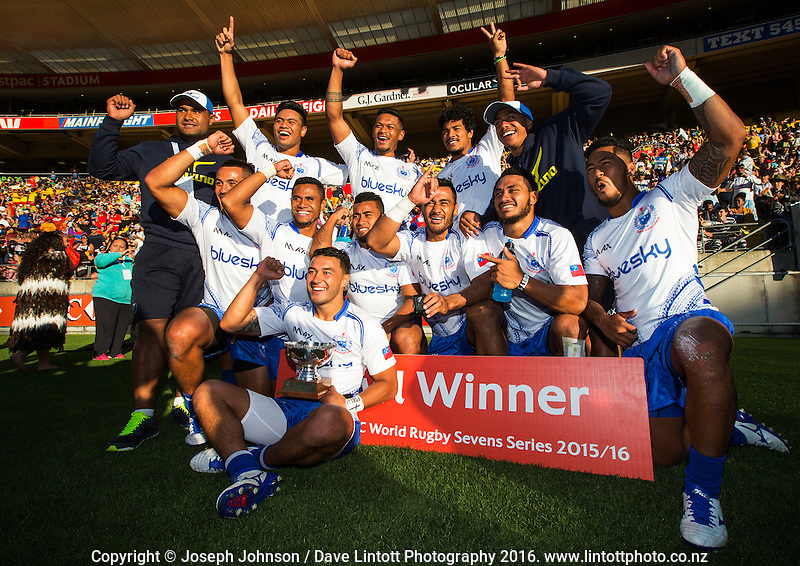 Samoa team members following the Bowl Final between Samoa and Scotland on DAY 2 during the 2016 HSBC Wellington Sevens at Westpac Stadium, Wellington, New Zealand on Sunday, 31 January 2016. Photo: Joseph Johnson / lintottphoto.co.nz